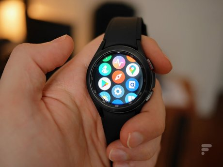 La Samsung Galaxy Watch 4 Classic sous Wear OS // Source : Frandroid