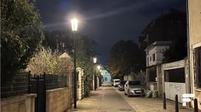 Le halo lumineux est toujours présent sur les photos de source lumineuse en basse lumière // Source : FRANDROID - Melinda DAVAN-SOULAS