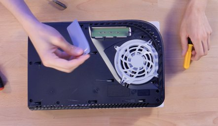 PS5 SSD installer pcie trappe