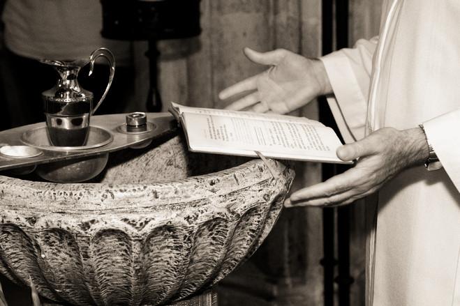 Manos del sacerdote