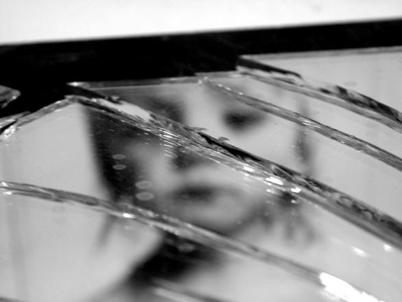broken mirror 3