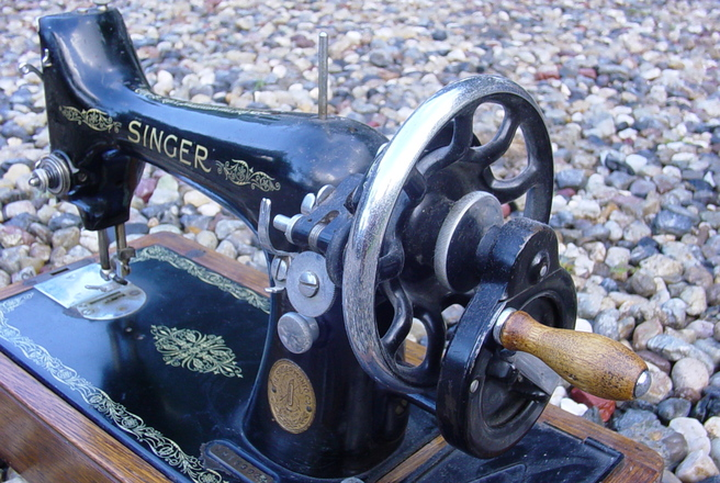 singer-sewing-machine