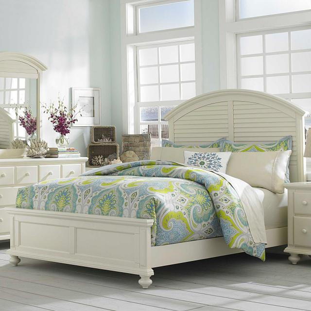 Broyhill Furniture Seabrooke Queen Panel Bed with Arched Louvered