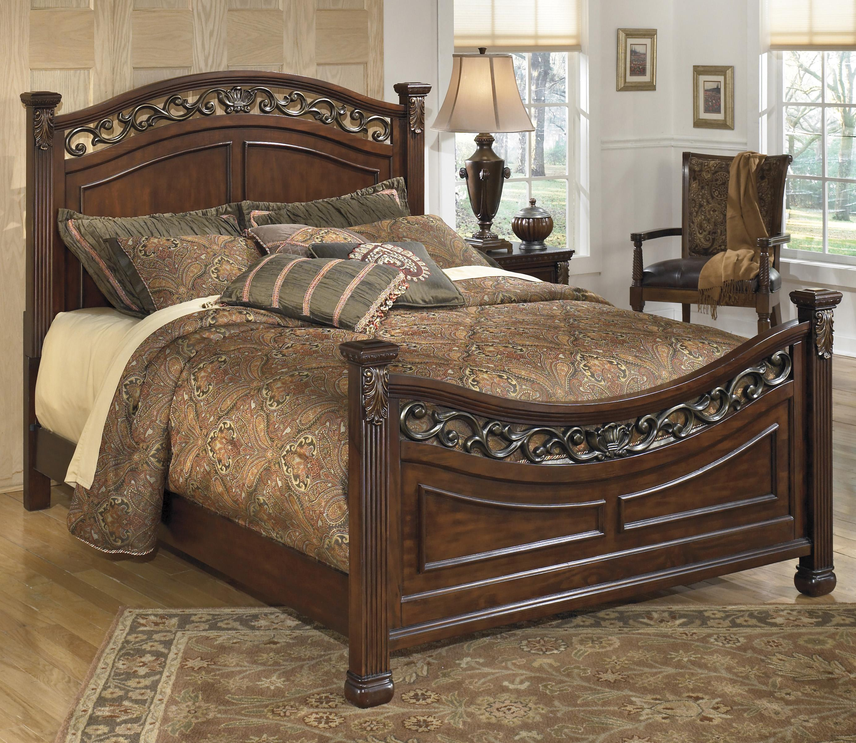 Signature Design By Ashley Leahlyn Traditional King Panel Bed With Ornate Headboard And
