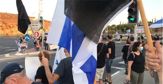 Protest tonight at Shilat Junction / Photo: Hadas Magen