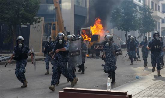 Lebanese security forces attack protesters in Beirut / Photo: Hassan Ammar, Associated Press