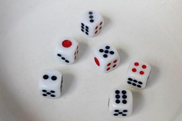 Playing the Mooncake Festival s centuries old dice game   Lifestyle     Let s take a quick pop quiz on statistics and probabilities  Given six dice   what is the probability of getting a 1 2 3 4 5 6 combination in one try