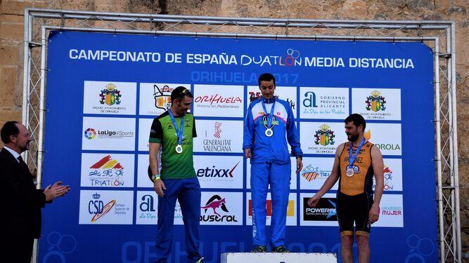 José Manuel Barranquero, en lo más alto del podio el Orihuela (Alicante).