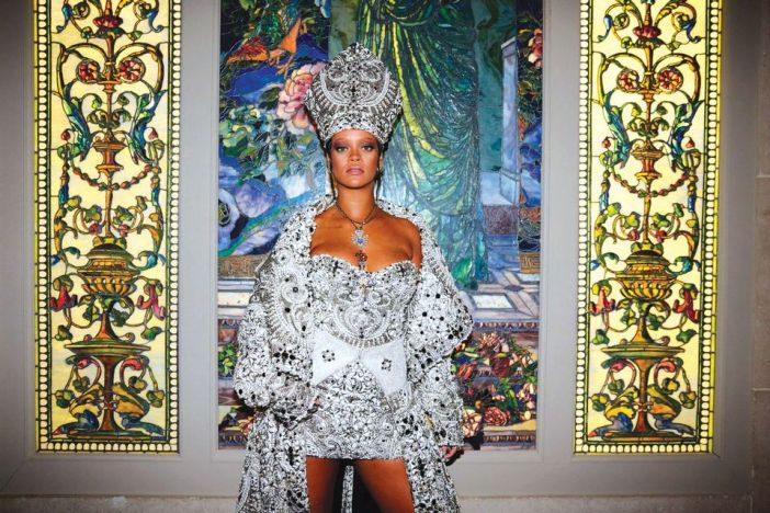 Rihanna em Heavenly Bodies: Fashion and the Catholic Imagination Costume Institute Gala no Metropolitan Museum of Art