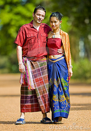https://i2.wp.com/images.gutefrage.net/media/fragen/bilder/traditionelle-thai-damen-kleidung/0_original.jpg?w=640&ssl=1