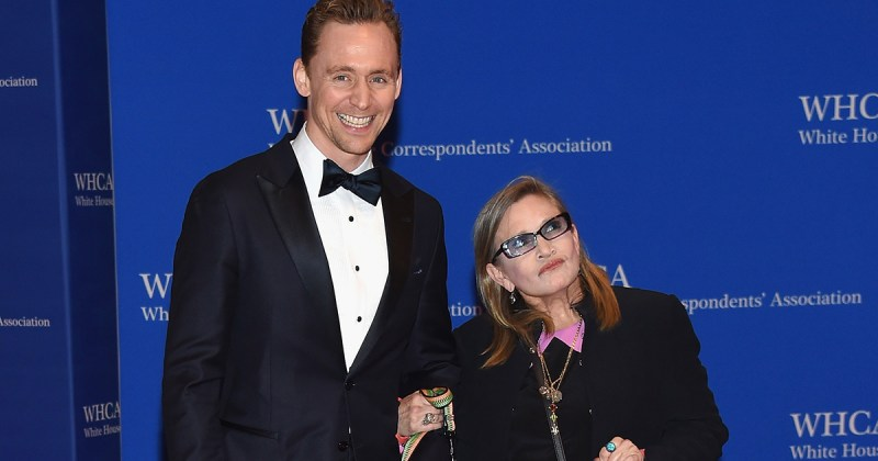 Tom Hiddleston shared a touching story about Carrie Fisher at the Golden Globes