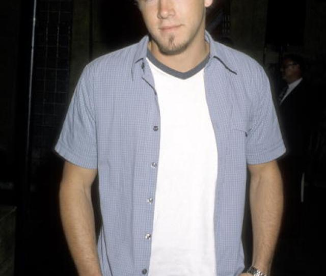 But Lets Reminisce With This Throwback Pic Of Ryan Reynolds With A Goatee Looking Nothing Like Himself