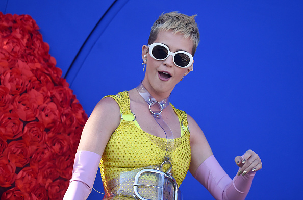 Watch Katy Perry prank museum guests with this silly ~performance art~ piece