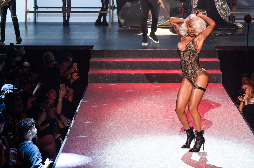 Watch Teyana Taylor Somersault And Vogue Her Way Down The