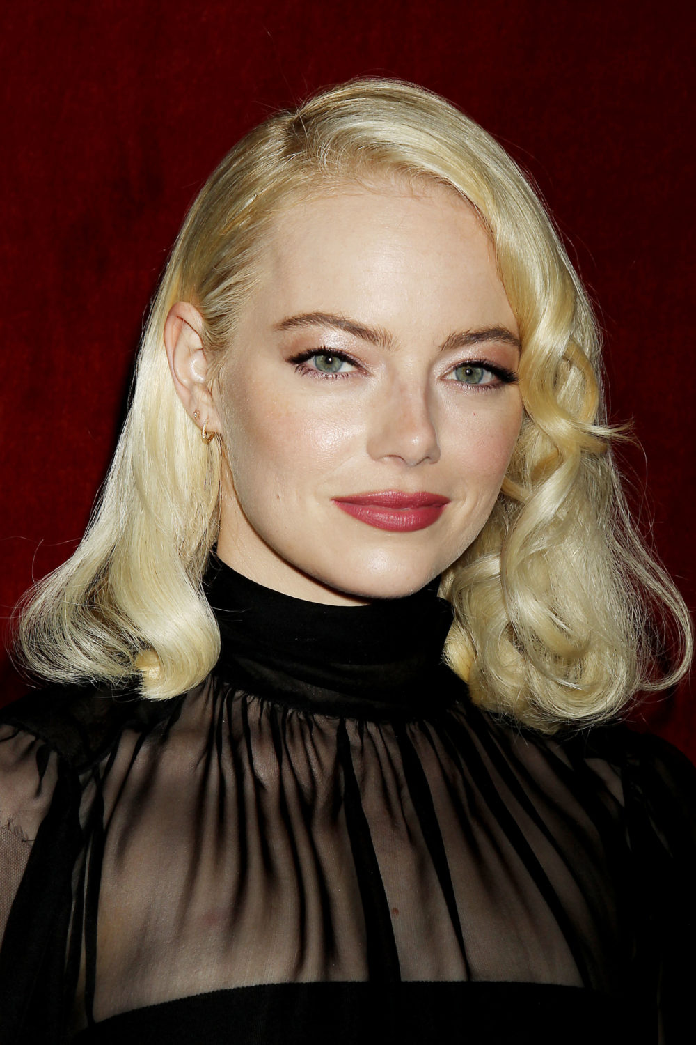 Emma Stone Looked Like A Goth Glam Marilyn Monroe At The