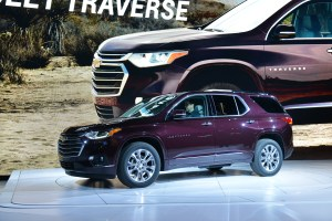 2018 Chevrolet Traverse vs 2018 Buick Enclave: Compare Cars