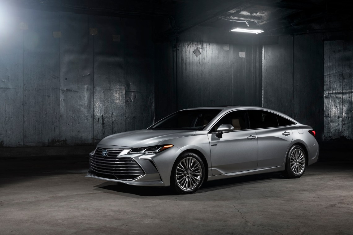 2019 toyota avalon hybrid debuts with more evocative style, promise