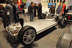 Electriccar battery costs: Tesla $190 per kwh for pack, GM $145 for cells