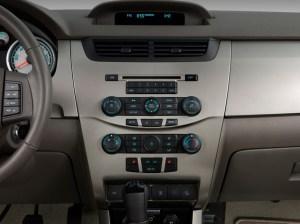 Image: 2009 Ford Focus 4door Sedan SE Instrument Panel