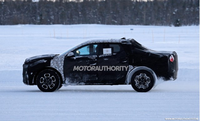 2022 Hyundai Santa Cruz espionage footage - Photo credit: S. Baldauf / SB-Medien