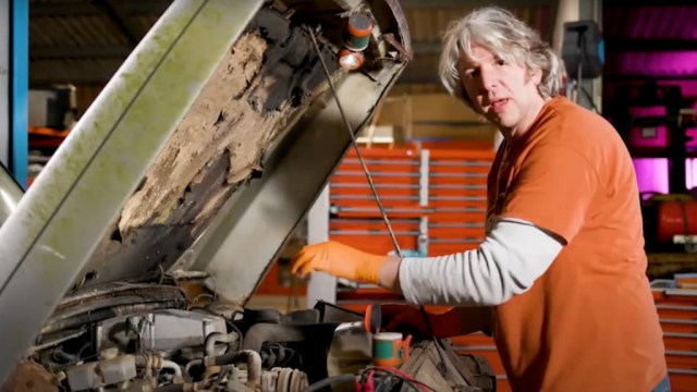 Edd China works on a 1982 Land Rover Range Rover