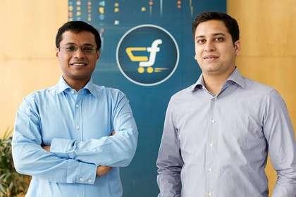 देश की सबसे बड़ी ई-कॉमर्स कंपनी फ्लिपकार्ट (Flipkart) बिक गई है. अमेरिकी कंपनी वालमार्ट ने इसमें 75 फीसदी हिस्सेदारी 1500 करोड़ डॉलर यानी एक लाख करोड़ रुपये में खरीदी है. हालांकि, सचिन बंसल और विनी बंसल ने कंपनी को इस मुकाम तक पहुंचाने में बहुत मेहनत की है. उन्होंने कंपनी को 11 साल पहले महज 10 हजार रुपये में शुरू किया था. आइए जानते हैं कंपनी के इस सफर के बारे में...