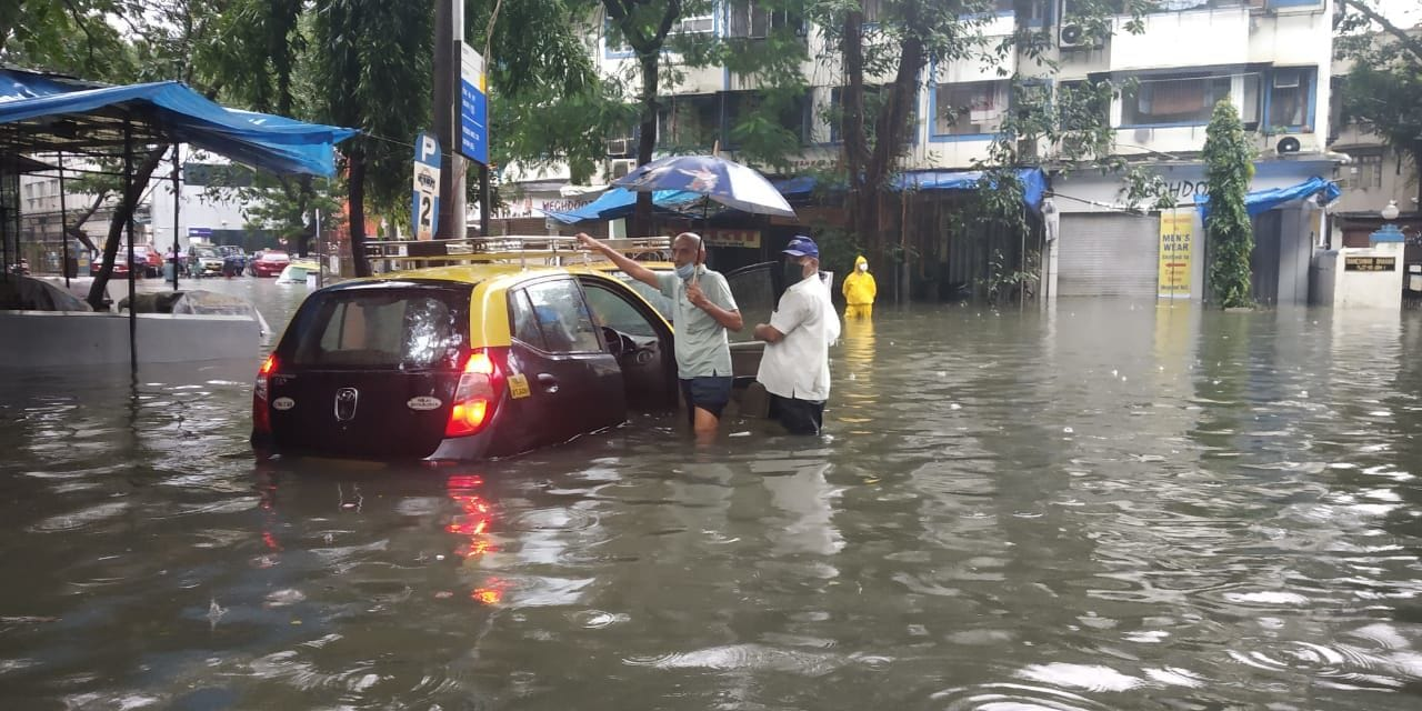 <p>Mumbai Municipal commissioner Iqbal S Chahal has asked people to remain indoors</p>