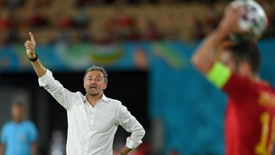 Frustration for Spain boss, Luis Enrique continued to grow.  However, he opted against making a change until the 65th minute (RE)