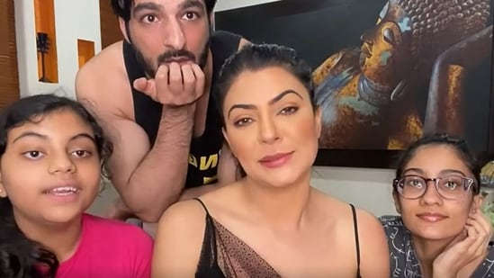 Sushmita Sen conducted an Instagram Live with boyfriend Rohman Shawl and daughters Renee and Alisah.