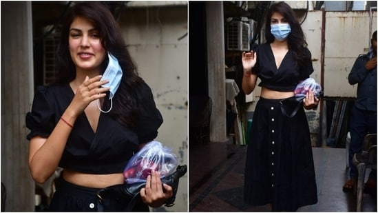 Rhea chose a cotton crop top and midi skirt for her outing in the bay. She gave us a masterclass on nailing street style looks in the ensemble. If you're on the lookout for chic and effortless pieces, you will definitely want to steal this combo from the actor's repertoire.(Varinder Chawla)