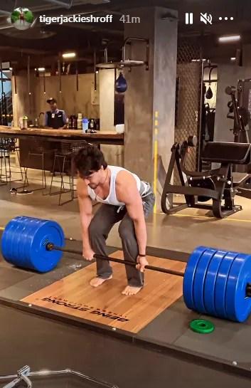 Tiger Shroff performs deadlift(Instagram/tigerjackieshroff)