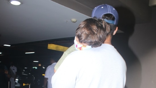 Zain slept peacefully as Shahid Kapoor carried him in his arms.(Varinder Chawla)