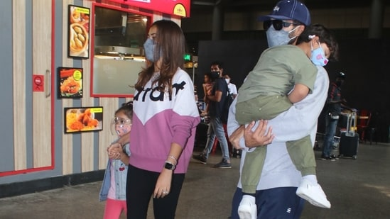 Shahid and Mira were casually dressed in a sweatshirt and pants combo.(Varinder Chawla)