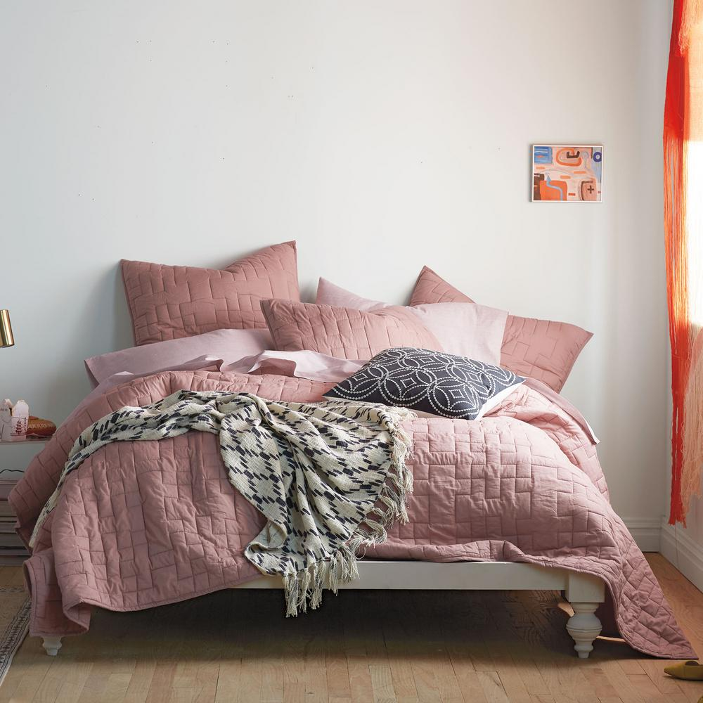 cstudio home by the company store studio rose solid cotton twin quilt 40065f t rose the home depot
