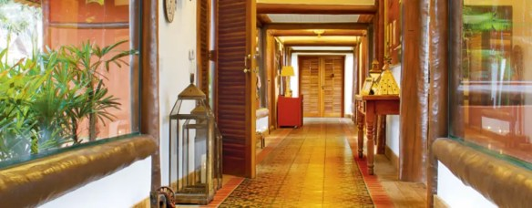 15 Vastu ideas for the main door Corridor   hallway by FERNANDO ROMA   estudioROMA
