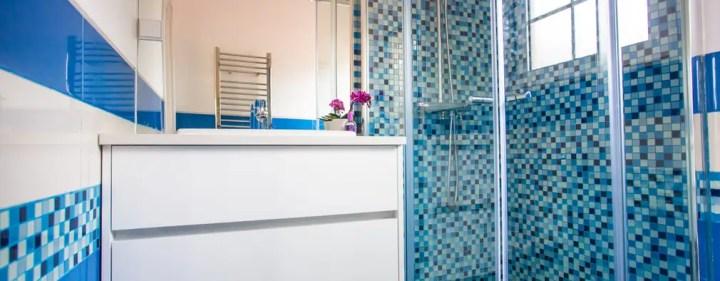 A casa de banho Acqua e Herbal: Casas de banho modernas por Architect Your Home