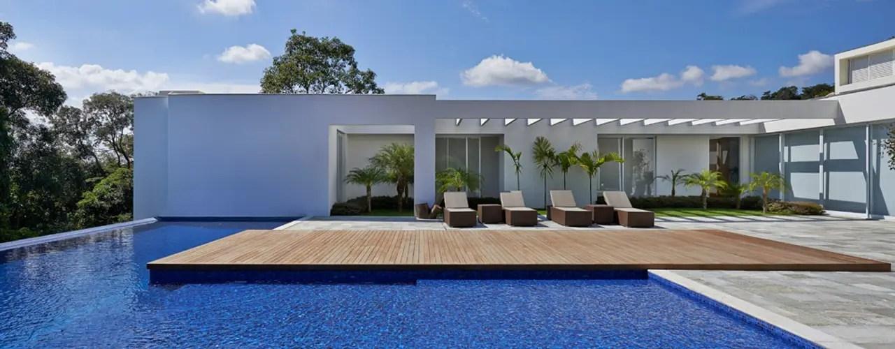 Rumah Modern Dengan Kolam Renang Dan Taman Luar Biasa