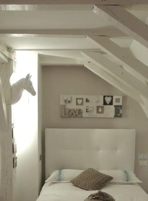 La Chambre D Une Jeune Ado Dans Les Tons Taupe Lin Blanc Par L Autrement Deco Moderne Homify