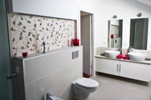 Motto wandpaneele im bad – rose klassische badezimmer von ...
