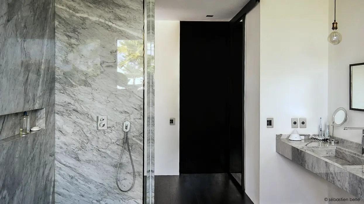salle de bain marbre blanc sebastien