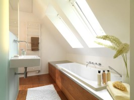 Badewanne unter dachschräge badezimmer von grimm architekten bda,modern holz holznachbildung ...