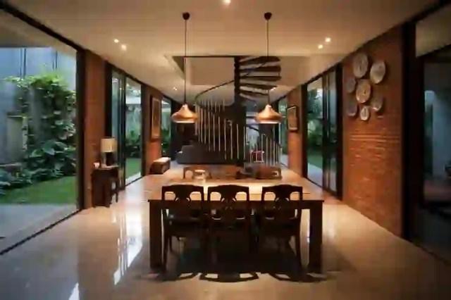 Tulodong IV Ruang Makan Modern Oleh WOSO Studio Modern