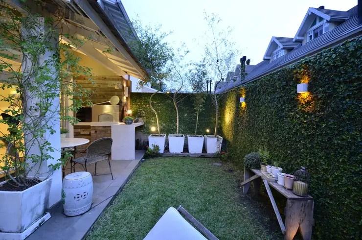 modern Garden by Tania Bertolucci  de Souza  |  Arquitetos Associados