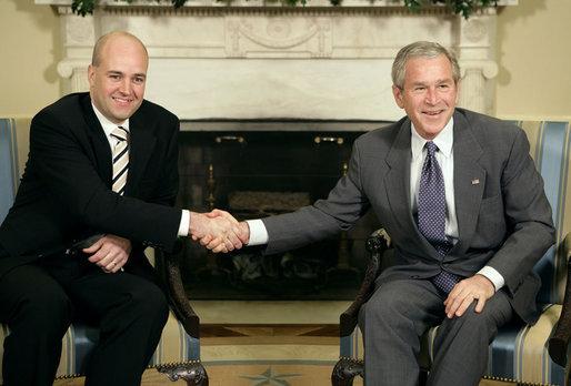 2010-12-19-FredrikReinfeldtGeorgeW.Bush.jpg