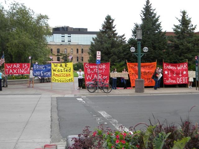 2011-09-01-obamaprotestamericanlegionbannersweb.JPG