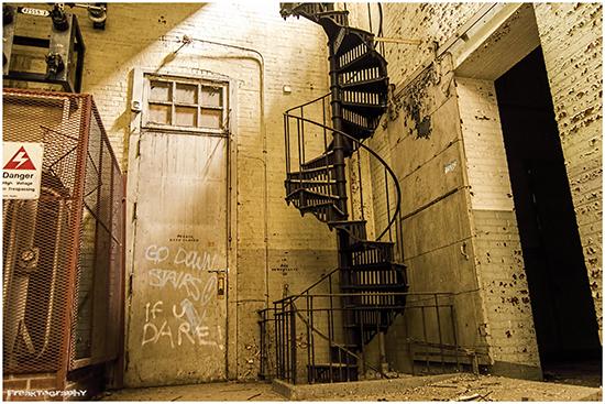 2014-01-03-AbandonedStairs10.jpg