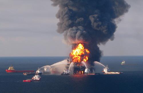 2014-04-25-DeepwaterHorizon500_fire_20100421wikipedia.jpg
