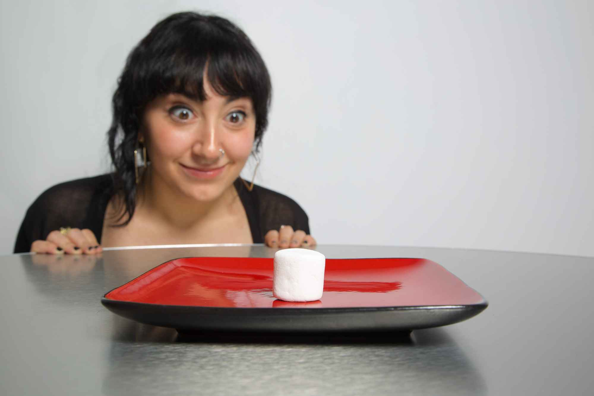 6 Psych Experiments That Shed Light On Your Eating And