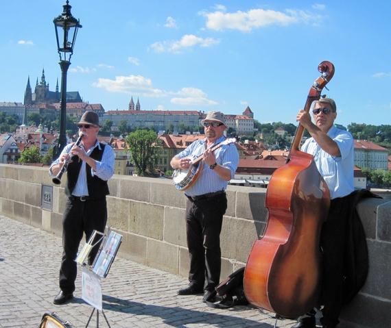 2014-06-19-Praguemusiciansonbridge.JPG