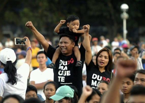 2016-04-13-1460578167-350175-Duterte2.jpg